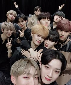 180405 Wanna One selca Destiny Ii, Miss U So Much, You Are My World, Guan Lin, Produce 101 Season 2, Kim Jaehwan, Ha Sungwoon, Korean Star, Lost Boys