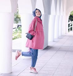 Image about fashion in hijab 🧕 by on we heart it Modest Fashion Hijab, Modern Hijab Fashion, Hijab Chic, Muslim Fashion, Fashion Outfits, Hijab Outfit, Casual Dress Outfits, Muslim Girls, Muslim Women