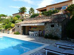 Au bord de la Piscine #Beverlysaintemaxime #BeverlySainteMaxime #BeverlyFrance #Beverly #Immobilier #villa #luxe #prestige #hautdegamme #Sainte-Maxime #Saint-Tropez #Sttropez #golfedesainttropez
