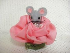 Miss Rose MumseyMouse A Handmade Felt Mouse in a perfect Blooming Rose | MumseysMouseHouse - Novelty on ArtFire http://www.artfire.com/ext/shop/studio/MumseysMouseHouse