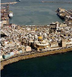 Cádiz vista aérea Catedral y el puerto