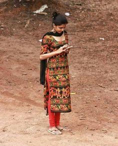 Pakistani Dresses, Indian Dresses, Indian Outfits, Kurti Designs Party Wear, Salwar Designs, Indian Attire, Indian Wear, Chudidhar Designs, Salwar Pattern