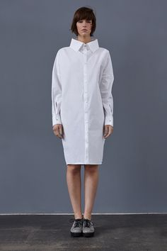 Langärmligse Bio-Popeline-Kleid mit großem Kragen aus 100% Bio-Baumwolle in puristischem Design