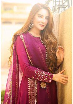 Beautiful Pakistani Dresses, Pakistani Dress Design, Pakistani Outfits, Indian Fashion Dresses, Indian Designer Outfits, Designer Dresses, Beautiful Dress Designs, Stylish Dress Designs, Stylish Dresses For Girls