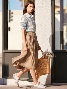 46 Awesome Midi Skirt Design Ideas That You Can Copy Right Now Source by mytrendingoutfit outfit Pleated Skirt Outfit, Skirt Outfits, Skirt Ootd, Maxi Skirts, Casual Skirts, Modest Fashion, Skirt Fashion, Fashion Outfits, Uniqlo Women Outfit