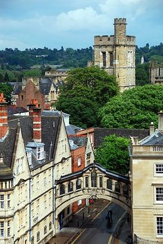 U.K. Oxford and its Bridge of Sighs, England