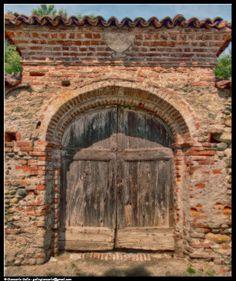 Portone - photographic processing (306) - Elaborazione fotografica di un vecchi portone in legno nel comune di Buriasco - Piemonte -