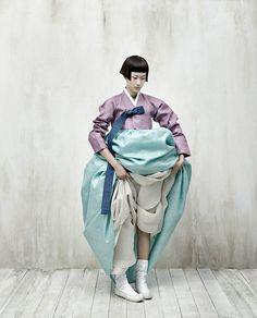 Kyung Soo Kim celebrates and reimagines the traditional Korean costume, Hanbok, in his series Full Moon Story for Vogue Korea. Vogue Korea, Vogue Japan, Korean Traditional Dress, Traditional Fashion, Traditional Outfits, Korean Dress, Korean Outfits, Korea Fashion, Asian Fashion
