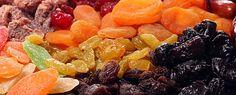 Каждый вечер перед сном в течение 1,5 месяцев ешьте: -курагу -инжир -чернослив Следует есть в таком соотношении: • 1 плод инжира (смоковницы) • 5 сушеных абрикосов (кураги) • 1 плод чернослива Эти плоды содержат вещества, которые вызывают восстановление тканей, составляющих межпозвонковые мягкие диски. Также эти вещества делают эти ткани более устойчивыми и упругими. Усиление этих тканей приводит к тому, что
