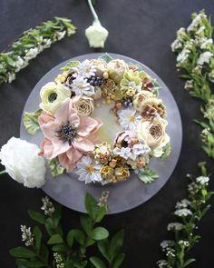 "855 Likes, 20 Comments - 청담 수케이크 (atelier soo) (@soocake_ully) on Instagram: ""ㅡ Rural. soo 수수하다 전원풍의 느낌으로. 소박한 따뜻함을 연출  ㅡ  #flower #cake #flowercake #partycake #birthday…"""