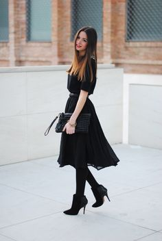 Simple but beautiful all black outfit.