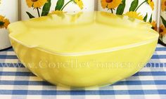 Pyrex Hostess Bowl, yellow, 025 with 525 lid