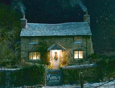 The small cottage from the film 'The Holiday'. Such a cute cottage! ♡
