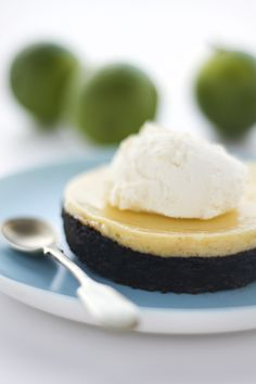 Oreo Key Lime Pie - Oh MY!  This looks like a small slice of heaven!