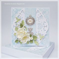 Krystynas i jej papierowy świat, Light blue card with white flowers