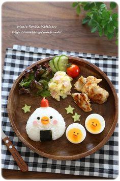 にわとり親子のおにぎりワンプレート | Mai*Maiさん Bento Box Lunch For Kids, Bento Kids, Kawaii Bento, Cute Bento, Bento Recipes, Baby Food Recipes, Cute Desserts, Food Crafts, Food Humor