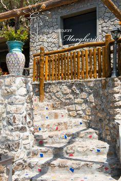 La tipica casa Positanese, accogliente e colorata con terrazza sul Mare.. http://www.margheritahomerestaurant.it/