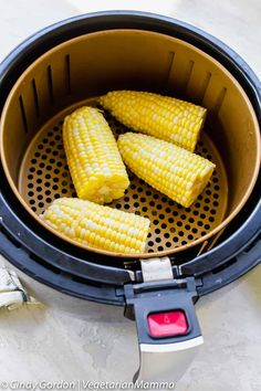 Air Fryer Corn on the Cob - Air fryer corn on the cob is the quickest and most delicious airfryer recipe to date. The airfryer quickly roasts the sweet corn, fresh or frozen, into an irresistible side dish! You are going to love this air fried corn on the Air Fryer Recipes Potatoes, Air Fryer Recipes Vegetables, Air Fryer Oven Recipes, Vegetable Recipes, Air Fryer Recipes Gluten Free, Air Fryer Baked Potato, Baked Potatoes, Avocado Toast, Crock Pot