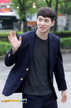 cnblue.cl — 160422 [Press Photos] CNBLUE arriving at KBS for...