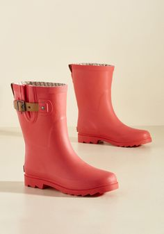 <p>On a rainy morning, will you opt to drive to work? Of course not! You stick to your usual walking route wearing these matte coral rain boots! Rising to a cute calf height and adorned with a tan, faux-leather buckle strap, this pair allows you to adorably carry on as usual.</p>