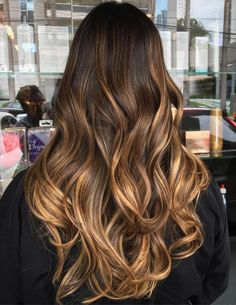 Caramel balayage: the color to try for chaste hair .- Balayage caramello: il colore da provare per i capelli castani (che piace anche … Caramel Balayage: the color to try for brown hair (which stars like too) – Atelier Balayage … - Balayage Long Hair, Hair Color Balayage, Brown Balayage, Ombre Brown, Balayage Hair Brunette Caramel, Ombre Highlights, Balayage Hair Brunette Long, Brunette Color, Carmel Ombre Hair