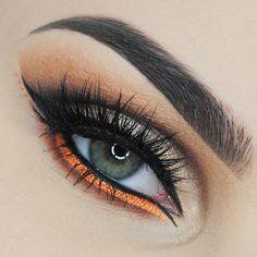 Beautiful @ilona.grudzinska BROWS using #Dipbrow in Dark Brown EYES using the Modern Renaissance Palette