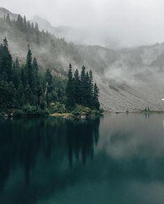 Snow Lake, Mount Rainier WA.⠀ Photo by @brededred⠀ .⠀ TheGreatPNW.com⠀ .⠀ #UpperLeftUSA⠀ #pnw