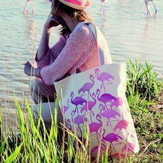 Coudre un sac en toile imprimé de flamants roses au pochoir