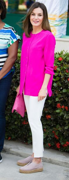 Queen Letizia - #fucsia Uterqüe blouse - Massimo Dutti pants - Eric Michael espadrilles - Adolfo Dominguez bag
