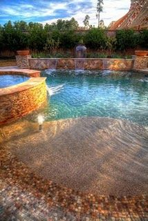 You need to see this swimming pool with Jacuzzi design to decide the kind of swimming pool and hot tub would suit your garden best. Jacuzzi, Future House, My House, Outdoor Spaces, Outdoor Living, Outdoor Pool, Living Pool, My Pool, Beach Pool
