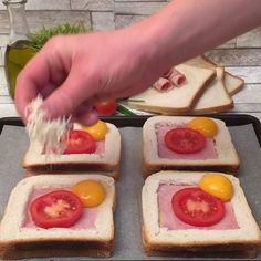 Egg Recipes For Breakfast, Breakfast Dishes, Brunch Recipes, Cheesy Recipes, Food Videos, Food And Drink, Cooking Recipes, Yummy Food, Camping Menu