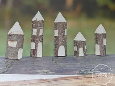 Cute DIY idea for outdoor play- DIY village from whittled branches Wooden diy - Wooden crafts - Wood Whittling For Kids, Whittling Projects, Whittling Wood, Cute Diy Projects, Scrap Wood Projects, Wooden Crafts, Wooden Diy, Forest School Activities, Bois Diy