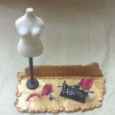 Porta biglietti da visita fatti a mano / handmade business card stand. Miniature: singer, manichino...sartoria. Wizzy Art di Tiziana Candito  Polymer clay, fimo handmade