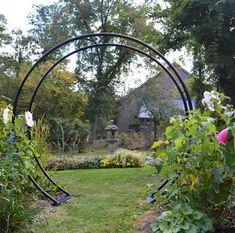 Japanese Garden Design, Chinese Garden, Japanese Garden Backyard, Japanese Garden Landscape, Japanese Gardens, Moon Gate, Cheap Pergola, Pergola Ideas, Backyard Pergola