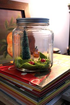 Cute terrarium.  It look slike she used a green dollar store washcloth for the grass. Cute idea.