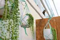 Macramee is back: hanging baskets new style