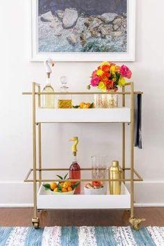 Bar Cart Ideas - There are some cool bar cart ideas which can be used to create a bar cart that suits your space. Having a bar cart offers lots of benefits. This bar cart can be used to turn your empty living room corner into the life of the party. Diy Bar Cart, Gold Bar Cart, Bar Cart Decor, Bar Carts, Home Design, Ad Design, Home Interior, Interior Decorating, Interior Design