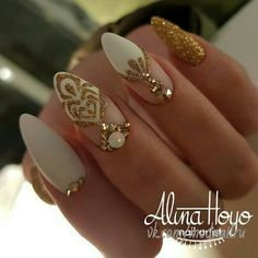 Gorgeous Wedding Nails Ideas For You A wedding day is the most important day in the life. In addition to your wedding dress and hairstyle, also wedding nails are. Fancy Nails, Bling Nails, Stiletto Nails, Cute Nails, Pretty Nails, Nails Polish, Shellac Nails, My Nails, Shellac Nail Designs