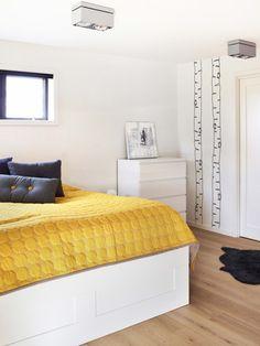 Un intérieur sobre teinté de jaune