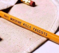 """""""Le crayon est une arme dont les fascistes, fondamentalistes et autres totalitaristes ont peur.  #jesuischarlie #charlieHebdo"""