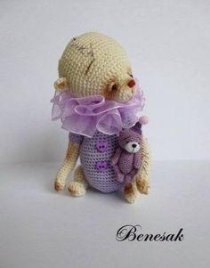 Thread-artist-crochet-miniature-Bear-by-Benesak