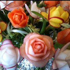 Vegetables garnished into flowers! Fruit And Veg, Fruits And Veggies, Vegetables, Fruit Garnish, Veggie Art, Fruit Centerpieces, Edible Bouquets, Elegant Dinner Party, Food Carving