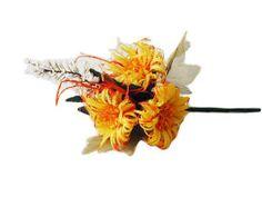 Meraviglioso mazzolino con tre girasoli e nebbiolina bianca.