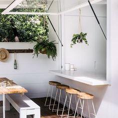 ¡Fan de las barras! . . . Pic by @caesarstoneau. Project by @threebirdsrenovations . . . #ebomworld #deco #decoracion#home#interiordesign #exteriordecor #exteriordesign #patio #exteriores #lanasforeverhome #threebirdsrenosix