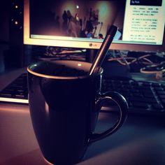 Empieza con ganas que ya es #viernes #welovefriday hoy puede ser un gran día ##cup #computer & #nanodelarosa #nosvemosenlastiendas by #simbiosc #simbiosctv