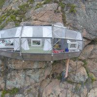 Skylodge Adventure Suites have been housing intrepid travelers since 2013 in these hanging bedrooms suspended on a rock face feet above the Sacred Valley in Cusco, Peru. Sleeping Pods, Unusual Hotels, Architecture Wallpaper, Box Architecture, Wallpaper Magazine, Das Hotel, Inca, Hotel Suites, Cozy Place