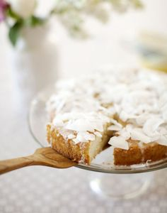 Lemon Almond Cake with Coconut. Muncie Muncie we just need Morghan to spend 8 hrs to shave a coconut again! Just Desserts, Delicious Desserts, Dessert Recipes, Yummy Food, Flan, Almond Cakes, Lemon Recipes, Cupcake Cakes, Mini Cakes
