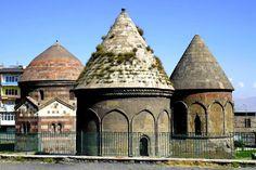 Anadolu'da yapılmış ilk eserlerden Üç Kümbetler'in üçü de tamamen birbirinden ayrı mimari üsluplarla yapılmıştır.