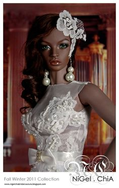 Green eyes, white lace...