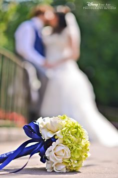 A kiss and a gorgeous bouquet #Disney #wedding #floral #bouquet